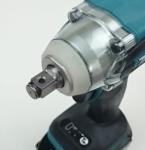 Foto von der Werkzeugaufnahme und dem Spritzschutz des Makita DTW285RTJ Akku Schlagschrauber